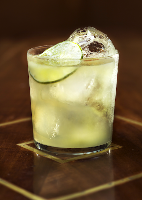 Prepara con Mezcal Montelobos® la mejor coctelería en estás fiestas